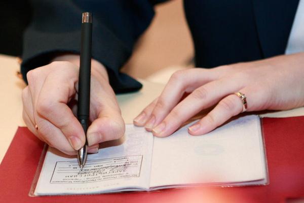 Получение прописки через МФЦ – так ли это удобно для гражданина?